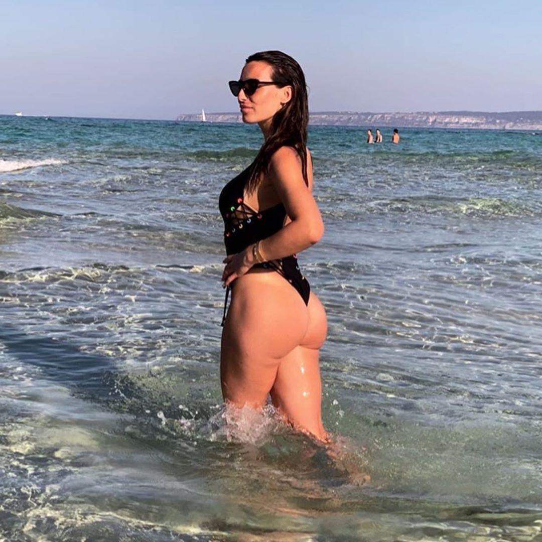 Annie Kilner sexy ass pics