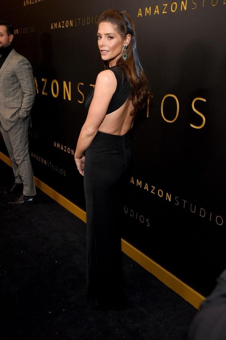 Ashley Greene sexy side ass pics