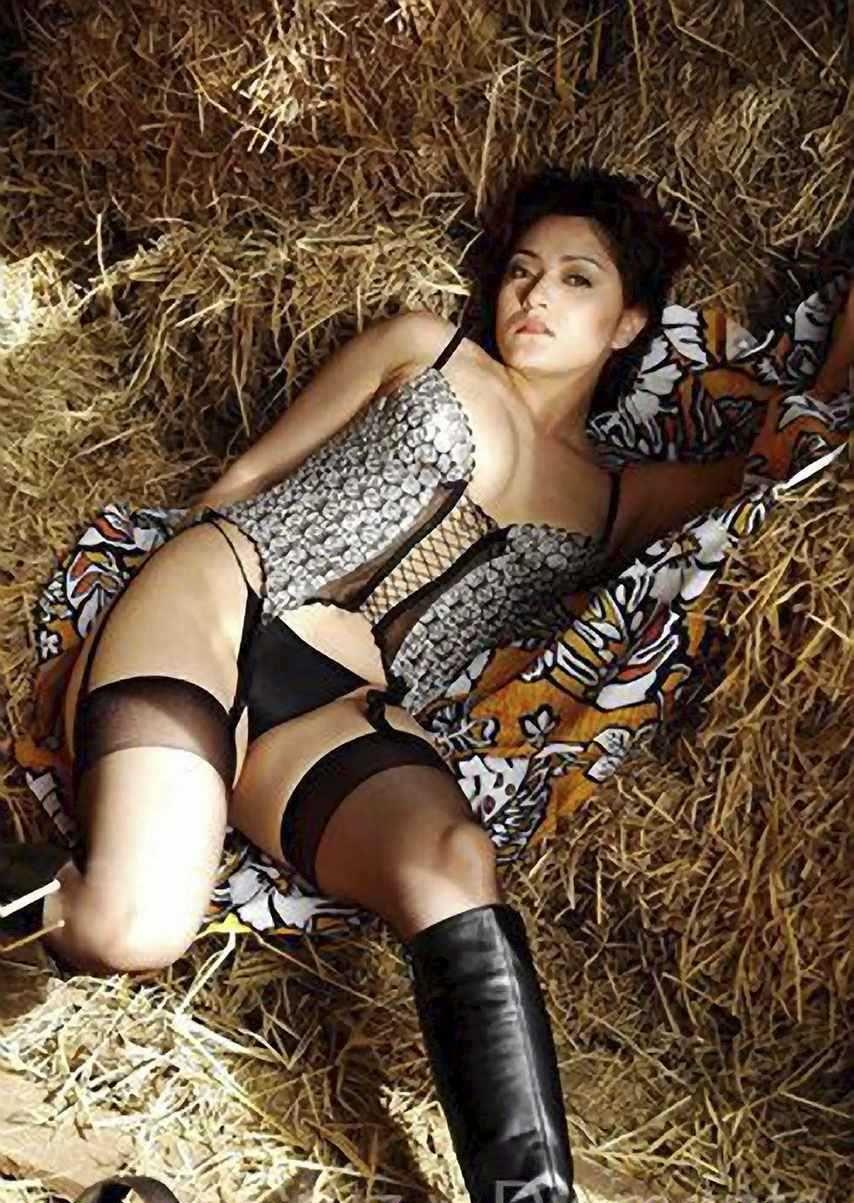 Ayako Hamada lingerie pics