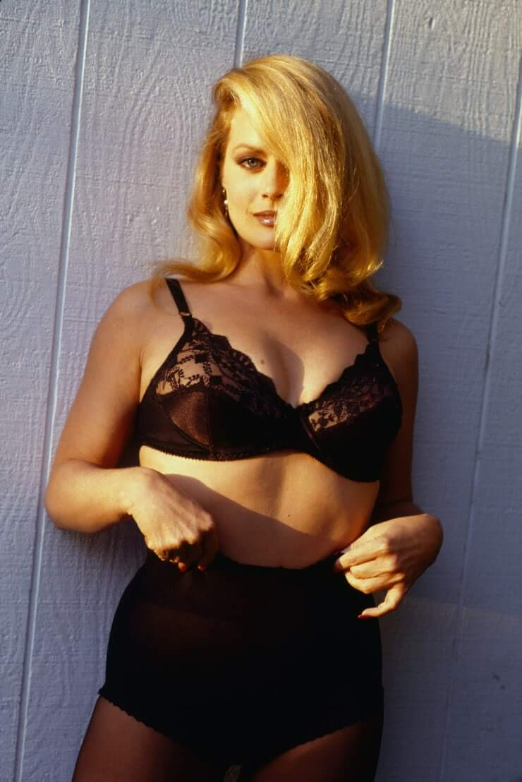 Beverly D'Angelo amazing boobs pics