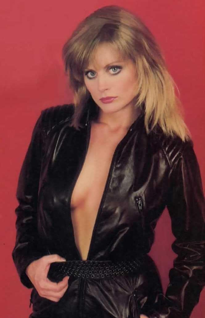 Beverly D'Angelo amazing busty pics