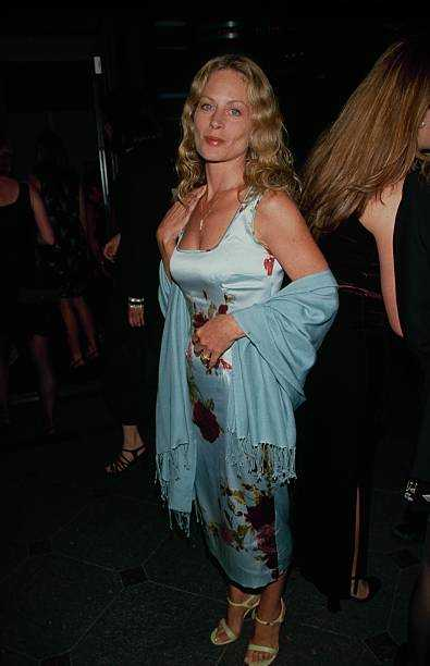 Beverly D'Angelo sexy look pics