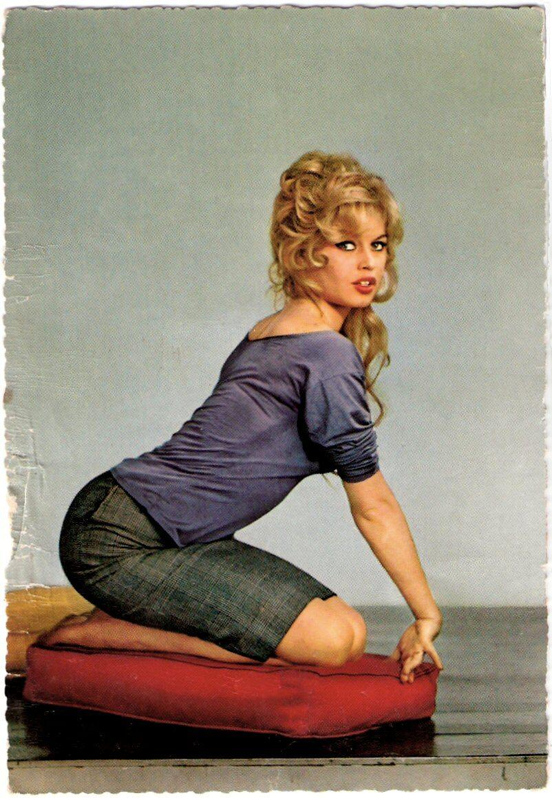 Brigitte Bardot sexy booty pic
