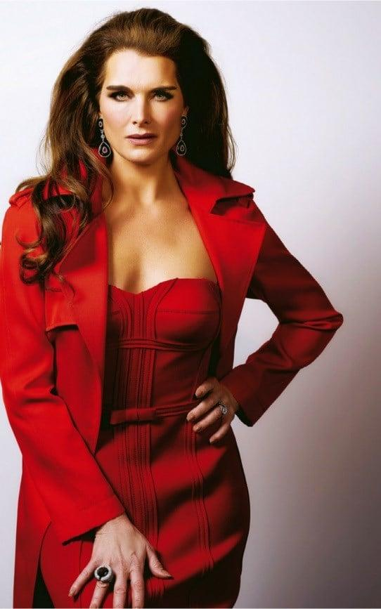 Brooke Shields sexy look pic