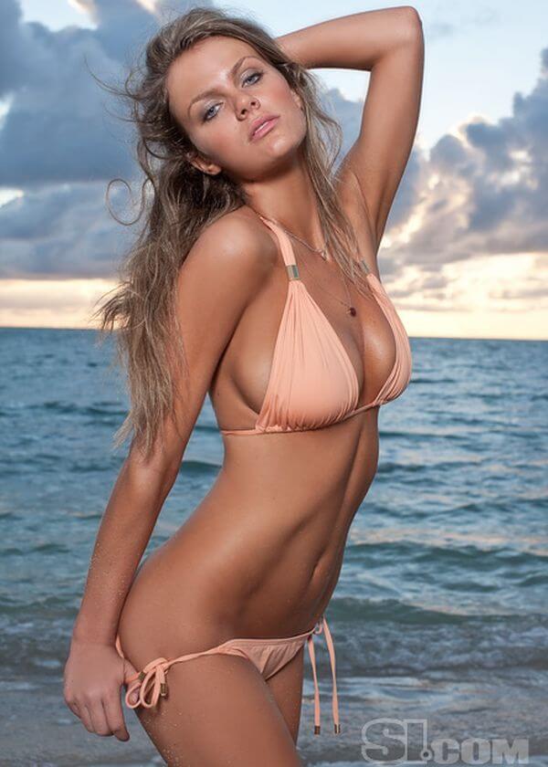 Brooklyn Decker sexy bikini pics