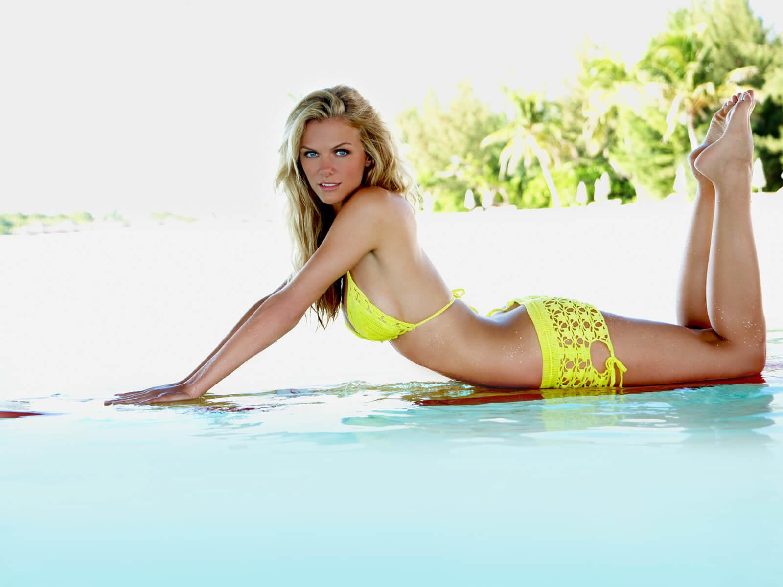Brooklyn Decker sexy pictures