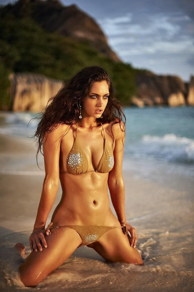 Candice Boucher sexy pics