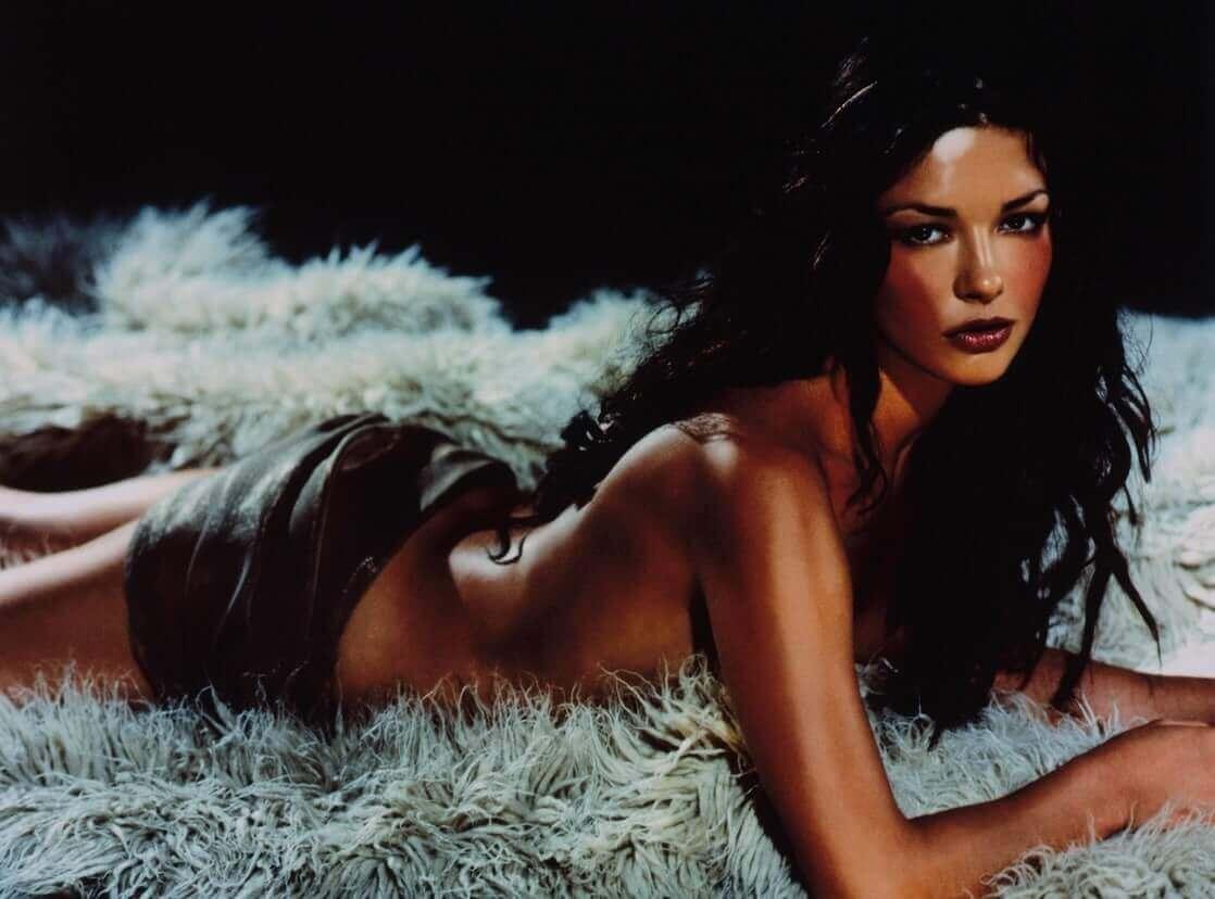 Catherine Zeta-Jones big booty pics (2)