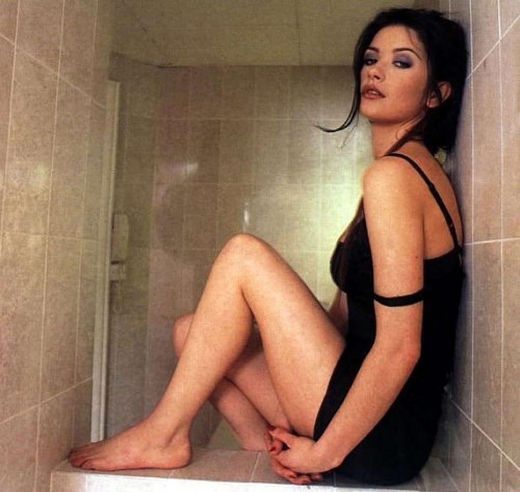 Catherine Zeta-Jones hot look pics