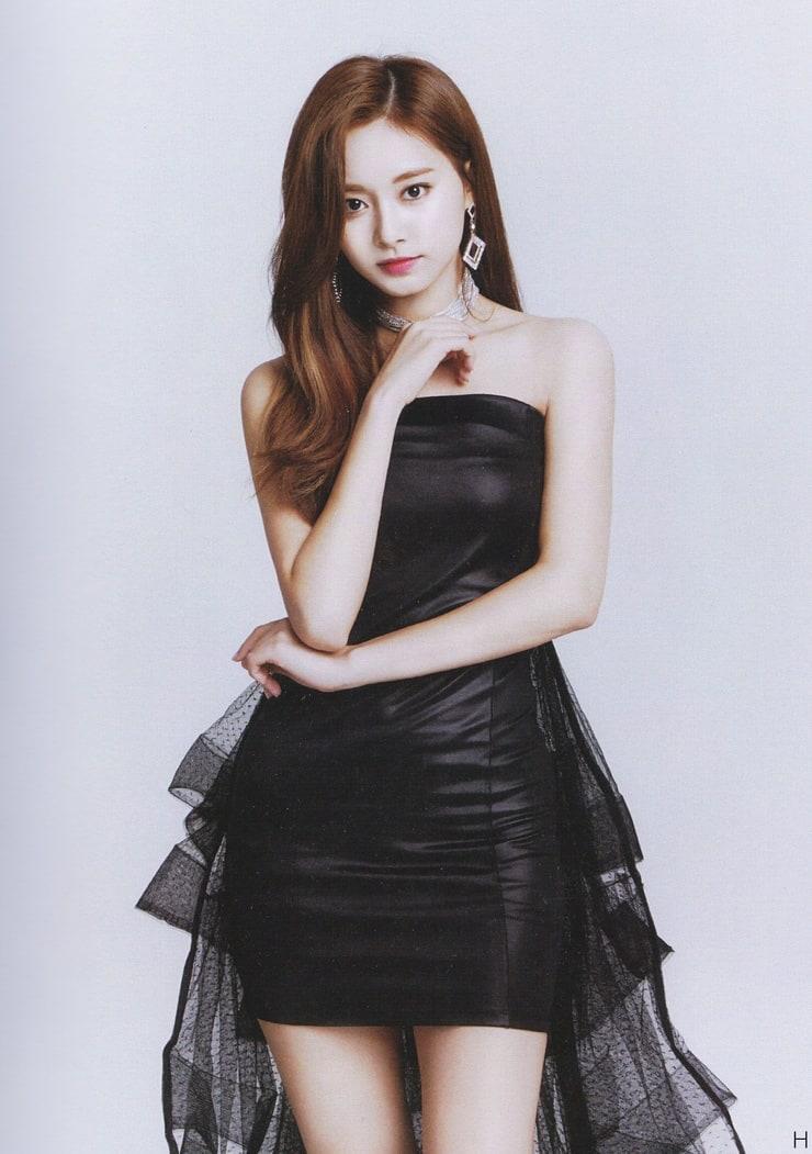 Chou Tzu-yu hot look pic