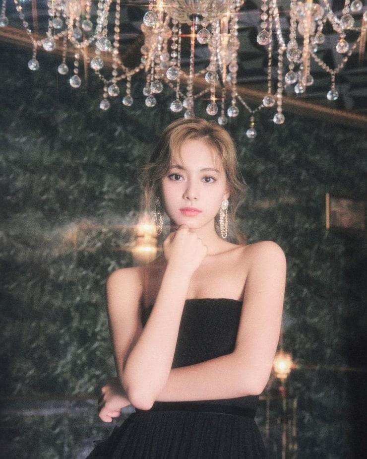 Chou Tzu-yu sexy look pic