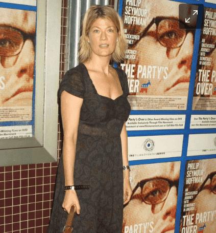 Dana Wheeler-Nicholson hot