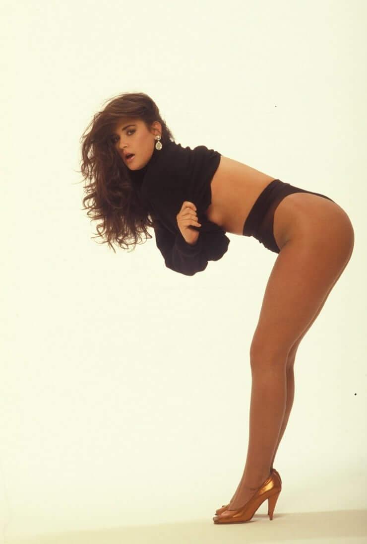 Demi Moore amazing booty pics