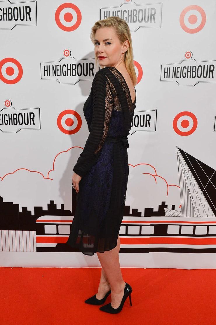 Elisha Cuthbert sexy side ass pics