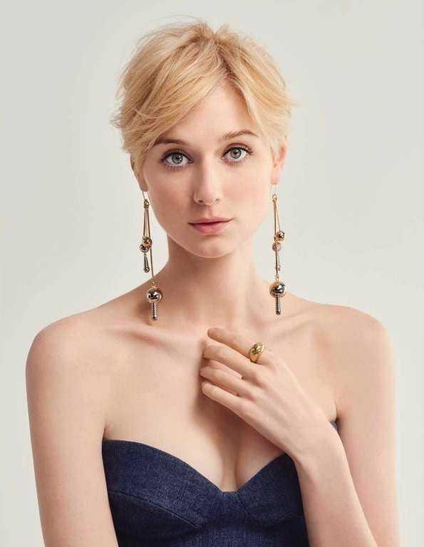 Elizabeth Debicki cleavage pics