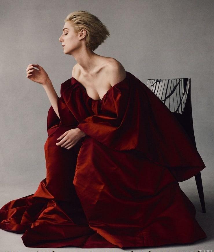 Elizabeth Debicki sexy cleavage pics