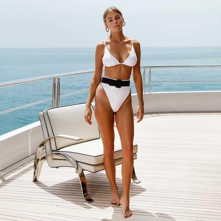 Elizabeth Turner sexy big booty pics