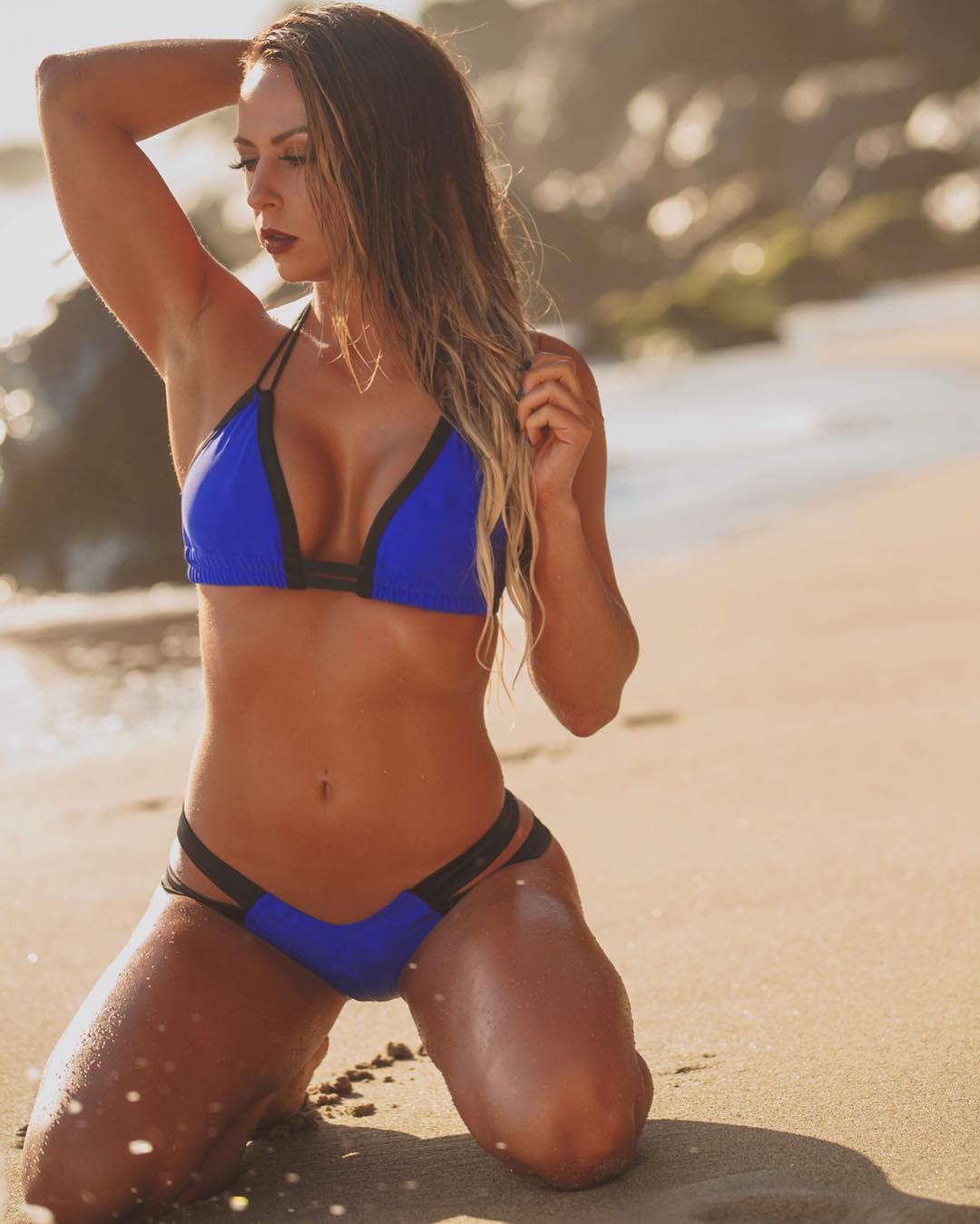 Emma bikini pictures