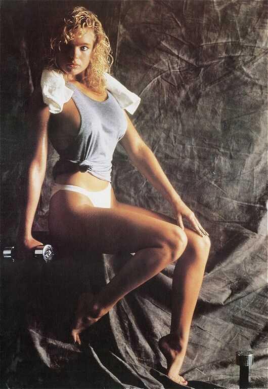 Erika Eleniak hot side ass pictures