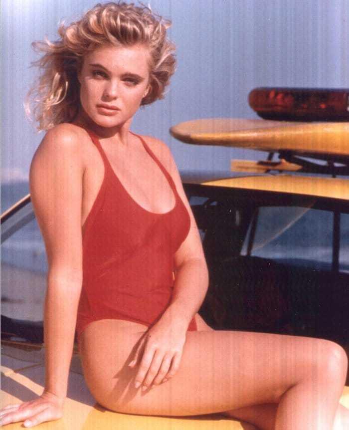 Erika Eleniak sexy side butt pictures