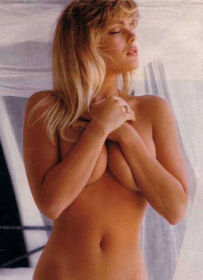 Erika Eleniak sexy topless pics
