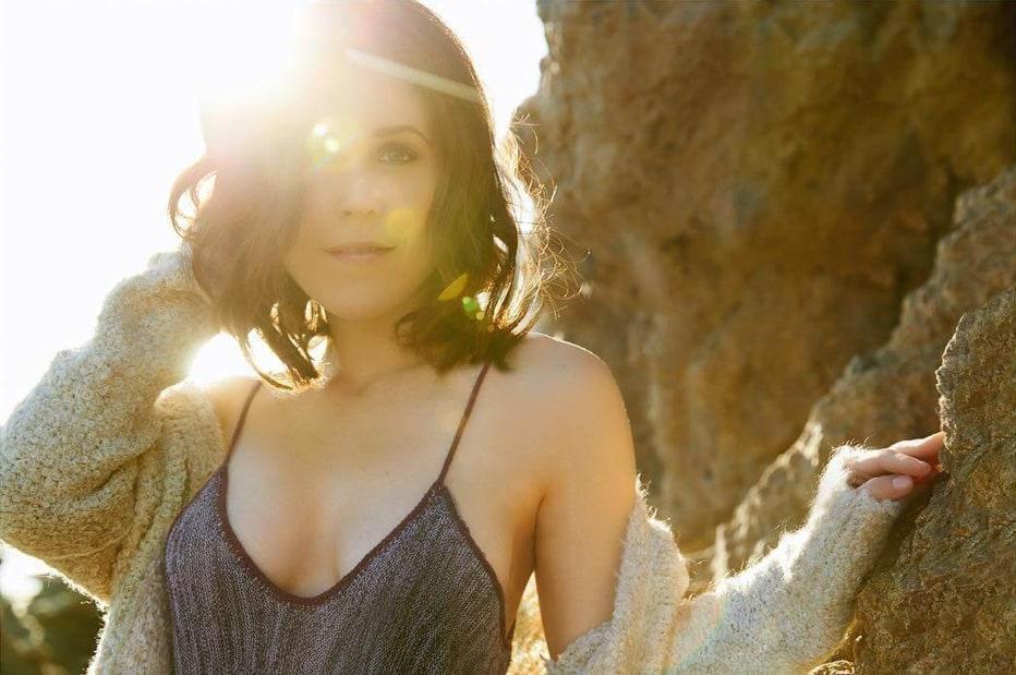 Erin Krakow hot look pic (2)