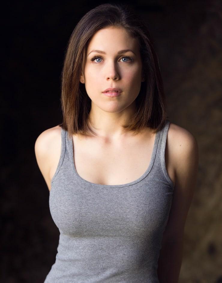 Erin Krakow sexy pic