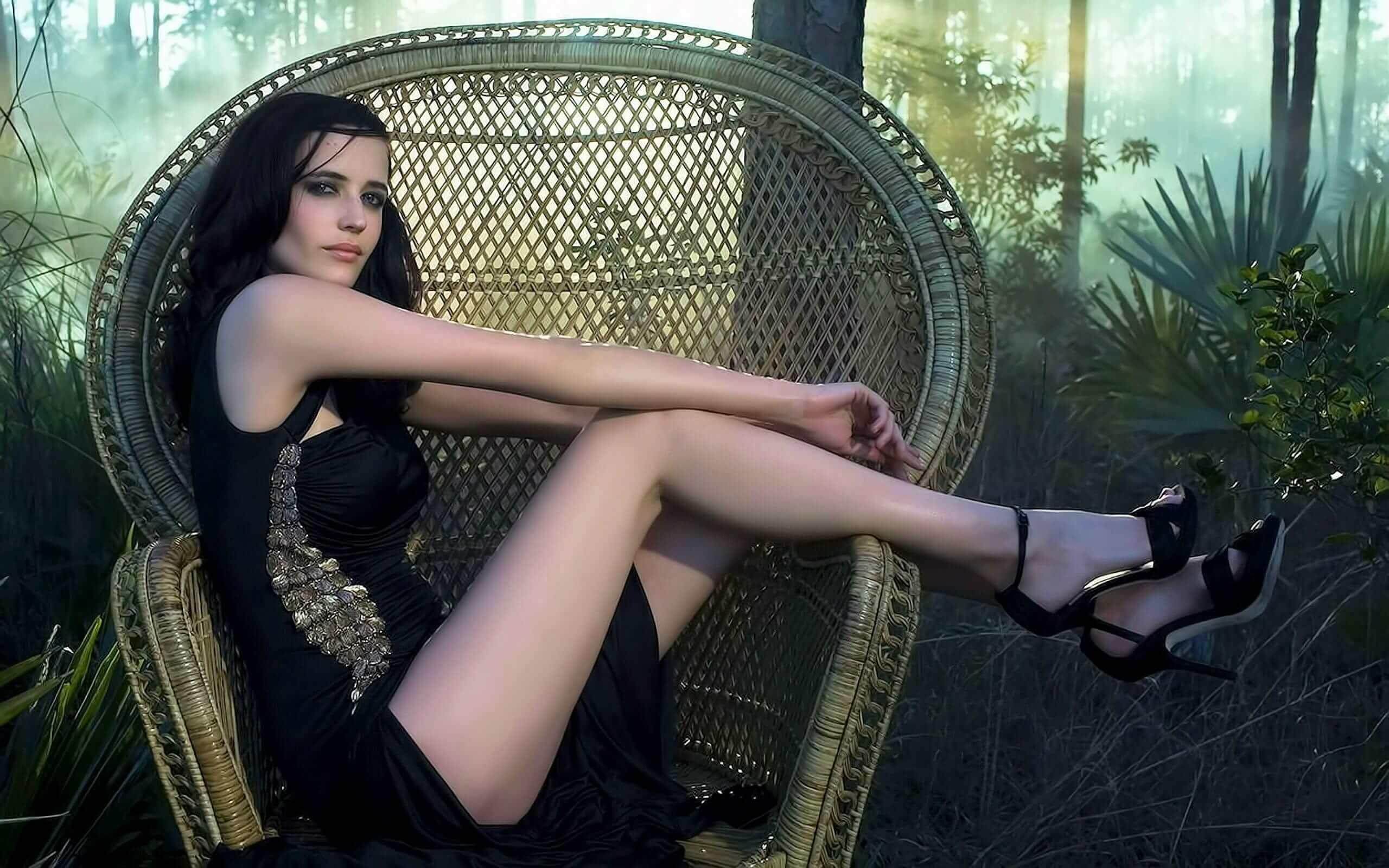 Eva Green sexy look pics