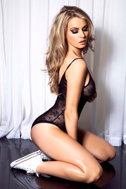 Georgina Dorsett sexy lingerie pics