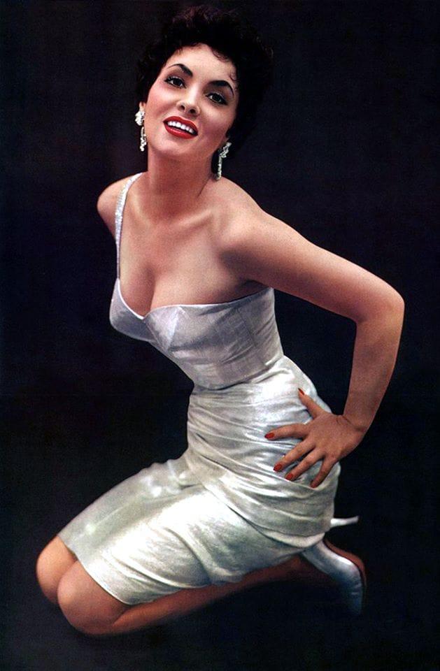 Gina Lollobrigida sexy look pic