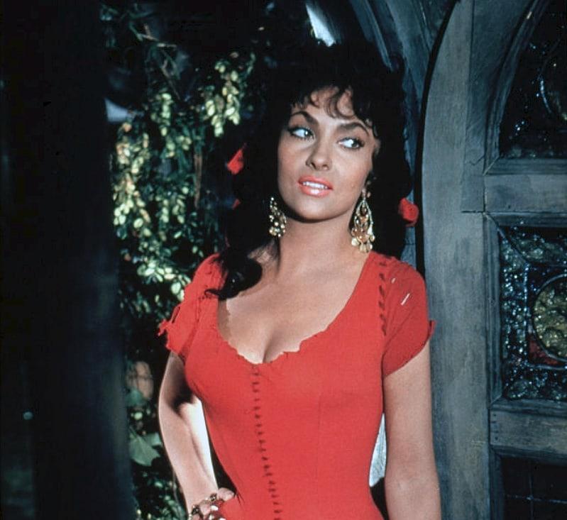 Gina Lollobrigida sexy pic
