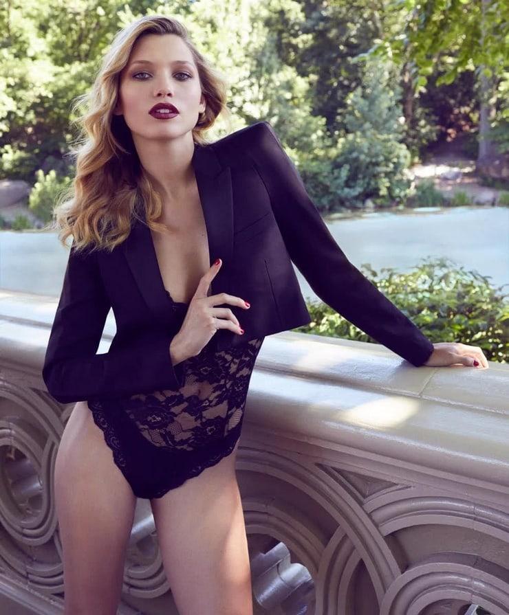 Hana Jirickova sexy photo
