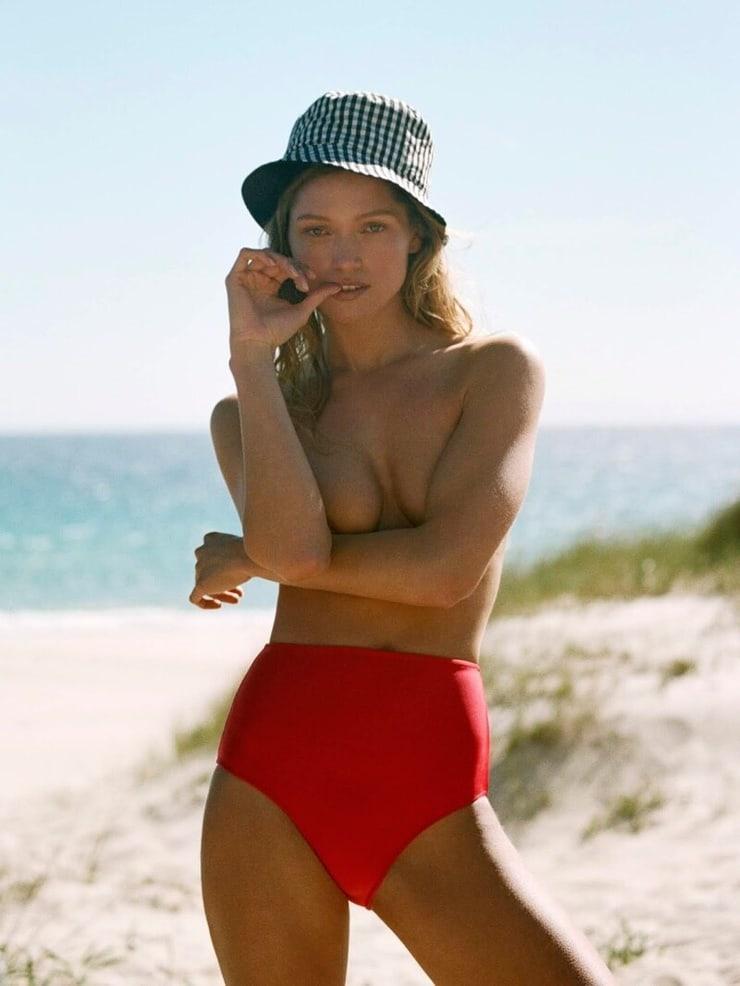 Hana Jirickova sexy photos