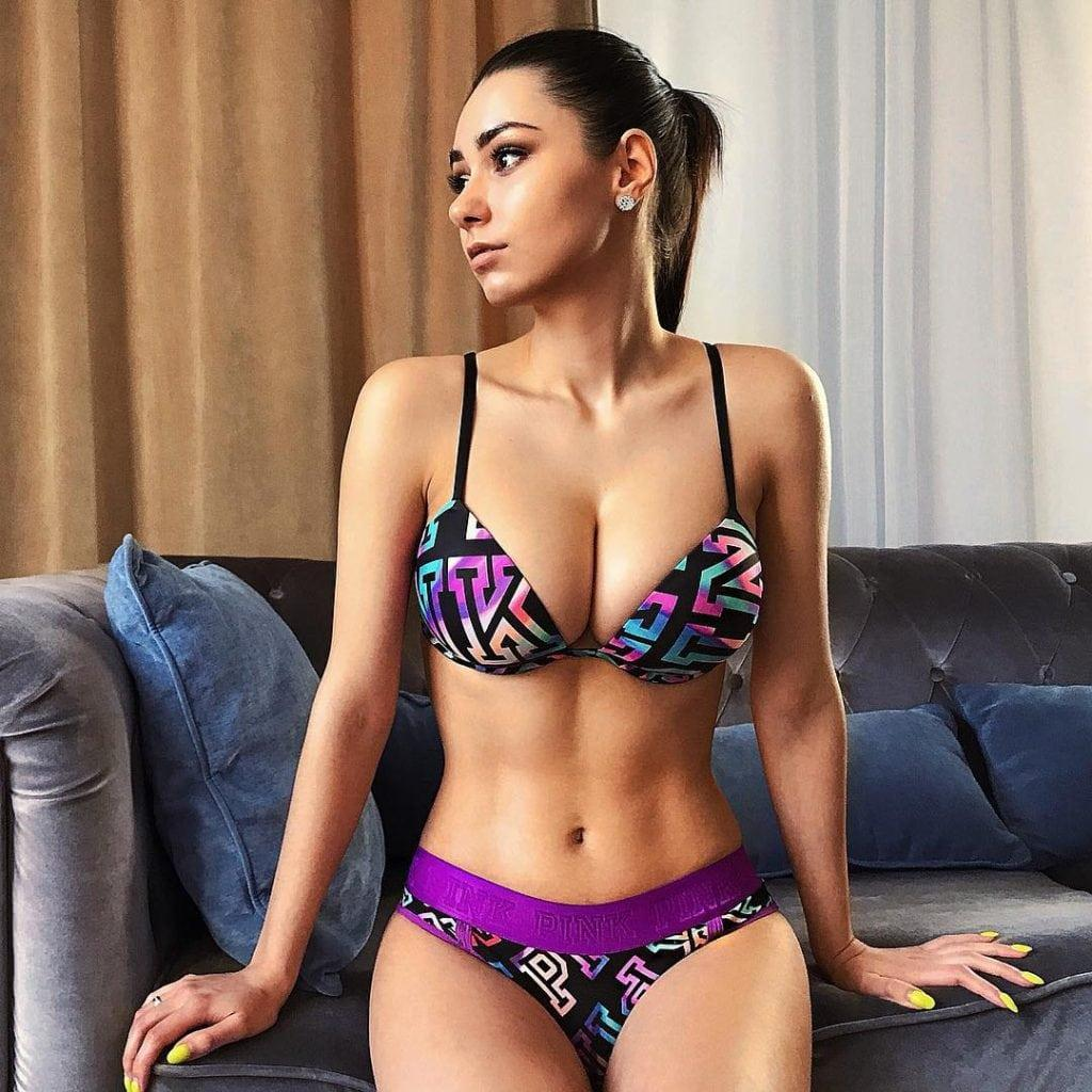Helga Lovekaty bikini pics