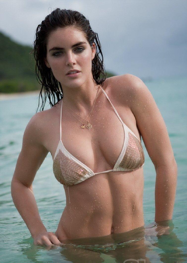 Hilary Rhoda sexy busty pics