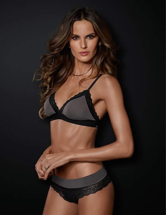 Izabel Goulart sexy side boobs pics