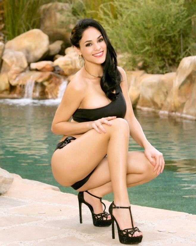 Jasmine Caro hot lingerie pics