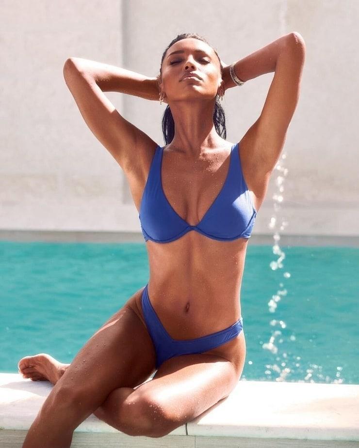 Jasmine Tookes sexy cleavage pics