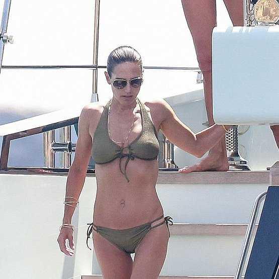 Jennifer Connelly hot bikini pictures