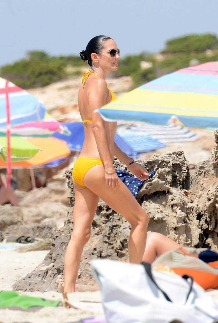Jennifer Connelly hot butt pics