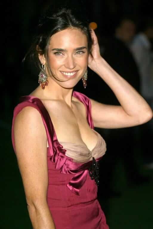 Jennifer Connelly sexy boobs pics