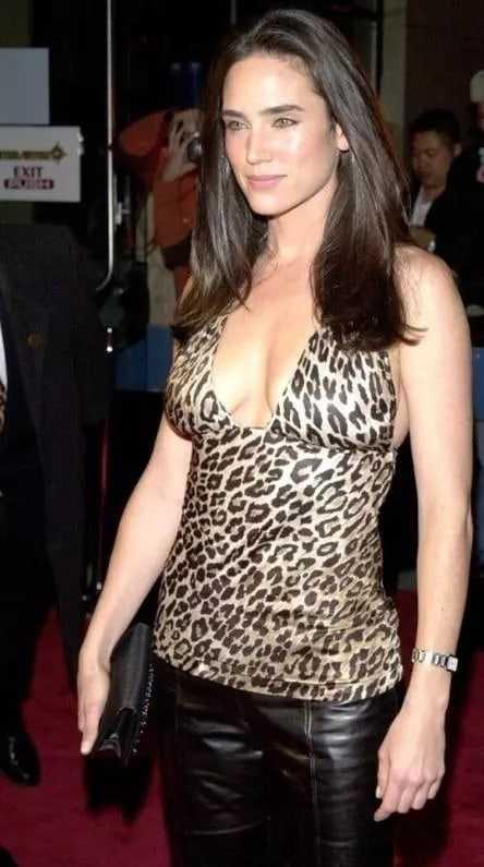 Jennifer Connelly sexy tits pics