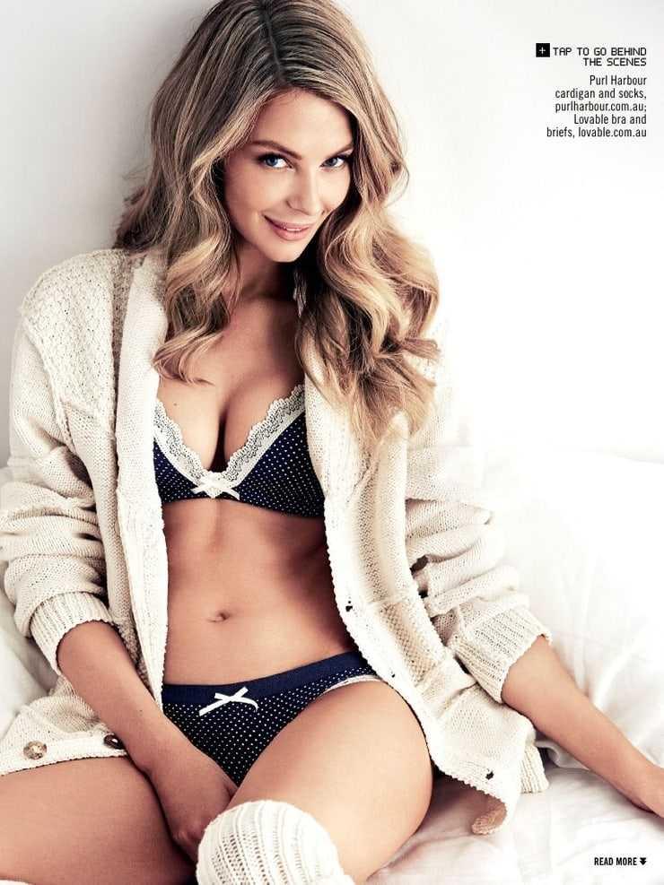 Jennifer Hawkins hot cleavage pics