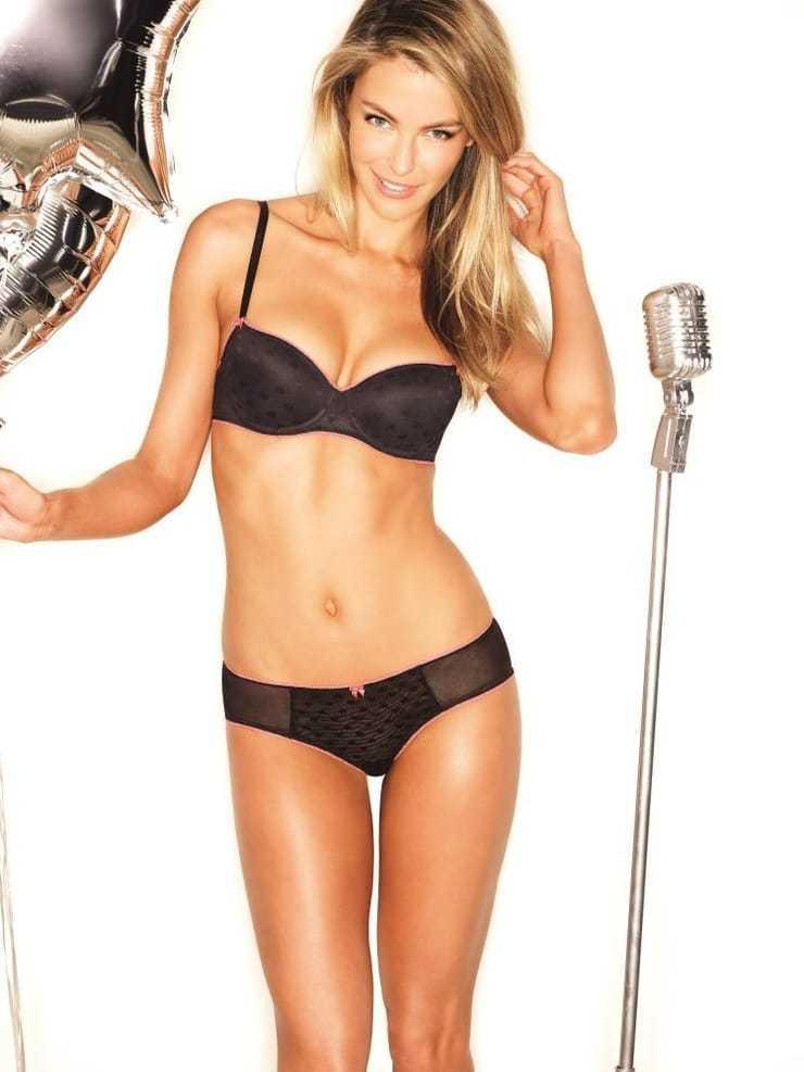 Jennifer Hawkins hot look pics