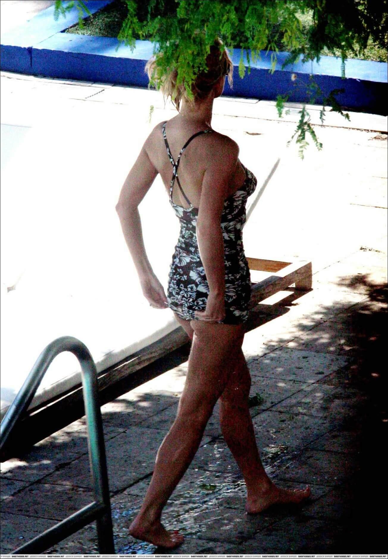 Jessica Simpson amazing butt pics