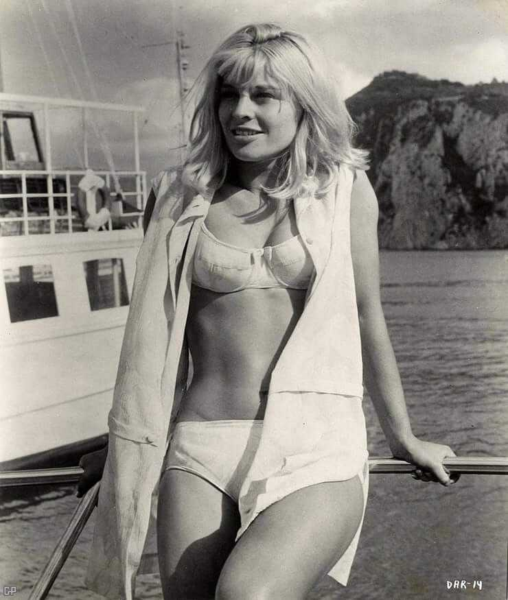 Julie Christie hot lingerie pics