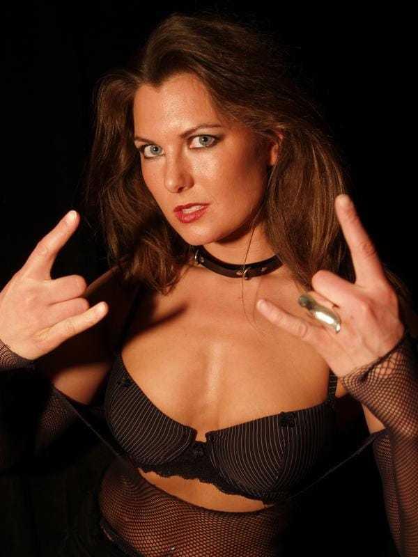 Katarina Waters sexy cleavage pics