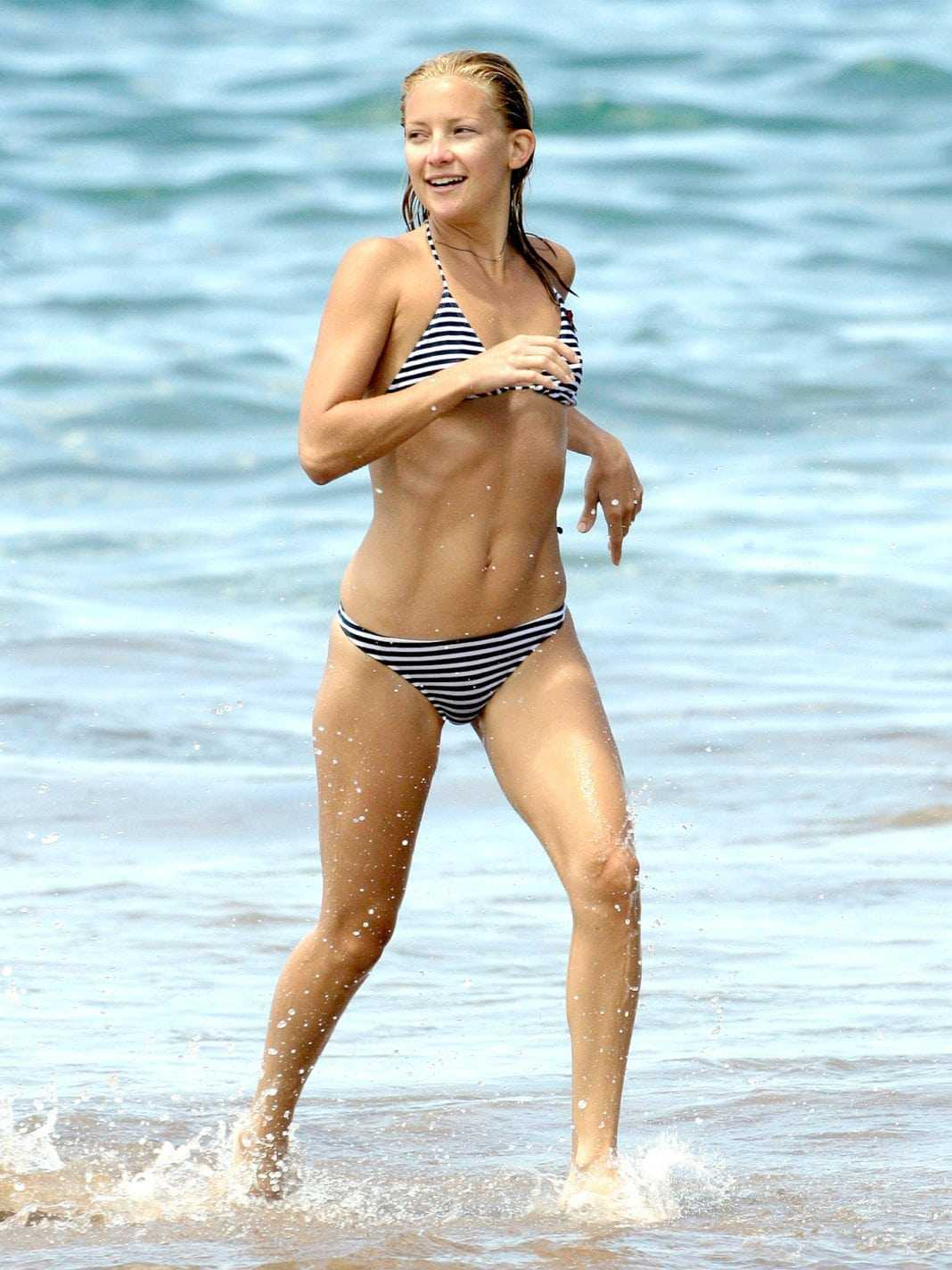 Kate Hudson hot bikini pictures