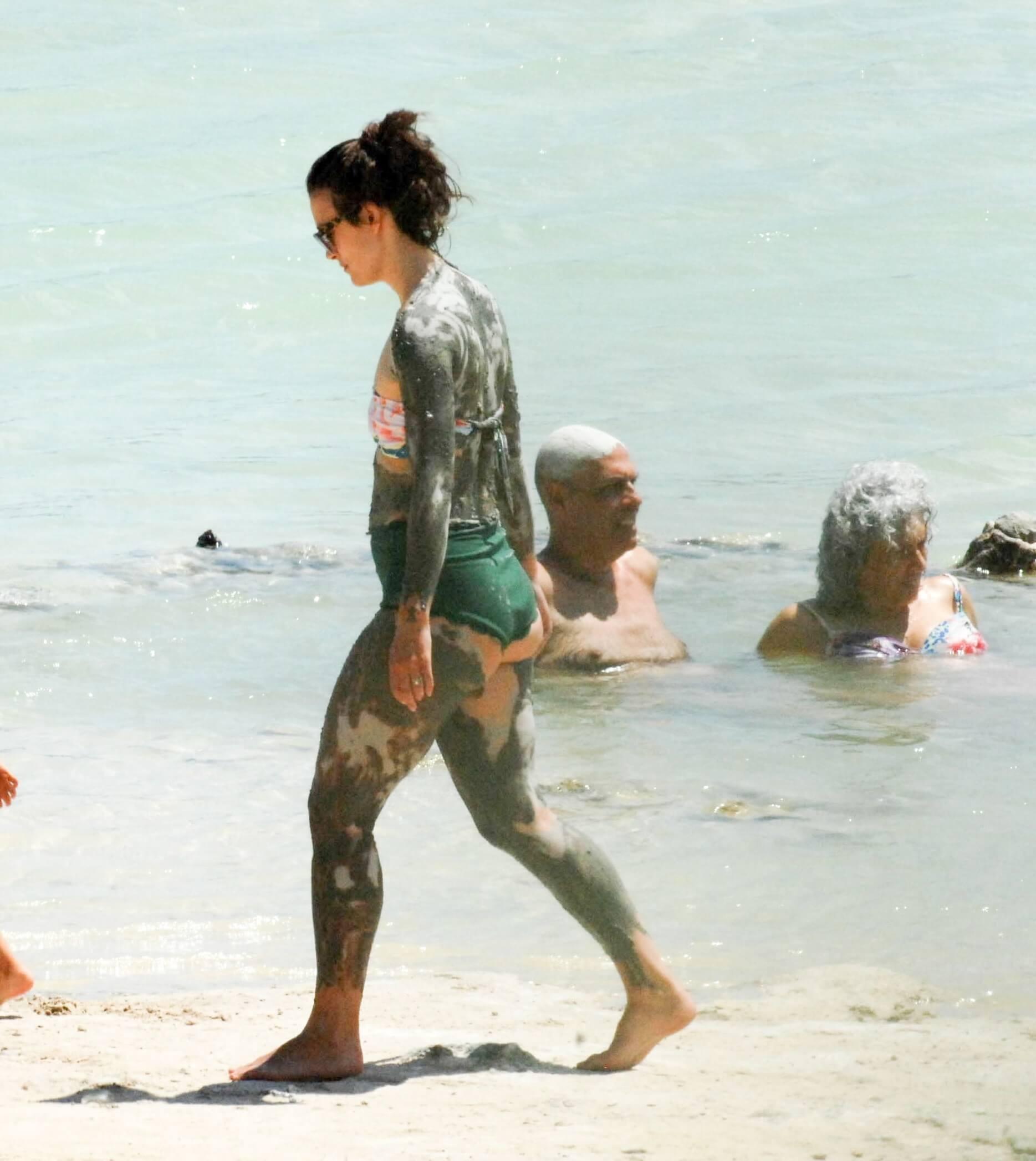 Keira Knightley near naked pics
