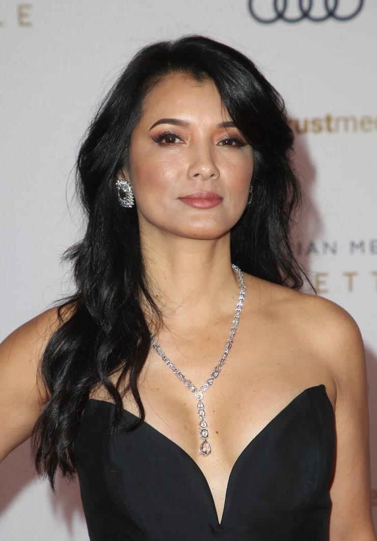 Kelly Hu cleavage pics